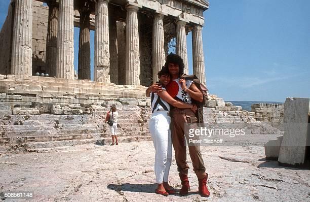 """Costa Cordalis, Ehefrau Ingrid Cordalis am in Athen, Griechenland. """