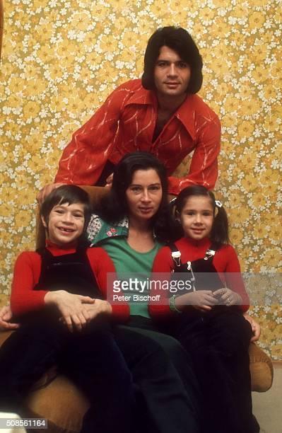 """""""Costa Cordalis, Ehefrau Ingrid Cordalis und Kinder Lucas Cordalis und Angelika """"""""Kiki"""""""" Cordalis, Homestory am in Kniebis bei Freudenstadt,..."""