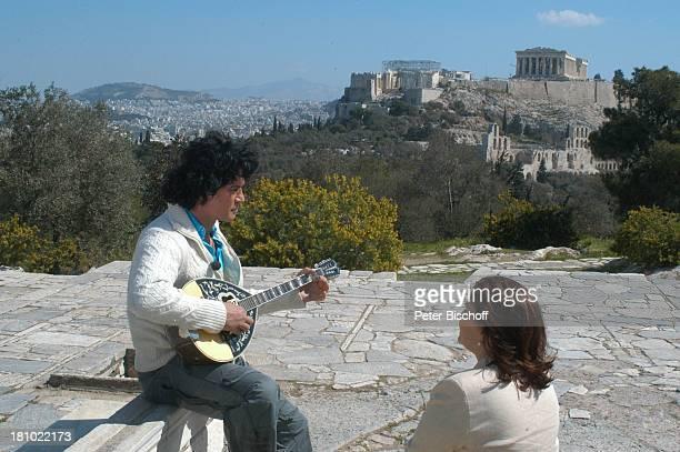 "Costa Cordalis, Ehefrau Ingrid, im Hintergrund: ""Akropolis"", NDR-Special: ""Sirtaki, Stars, Olympiafieber - Athen erleben mit H E I K E G ; T Z"",..."