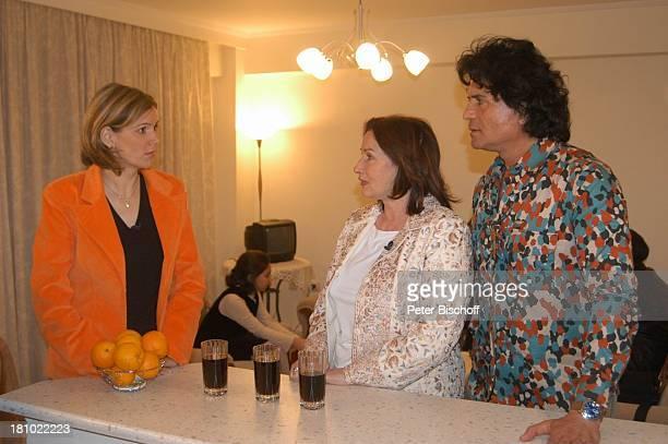 Costa Cordalis Ehefrau Ingrid Moderatorin Heike Götz NDRSpecial Sirtaki Stars Olympiafieber Athen erleben mit H E I K E G T Z Dreharbeiten in Athen...