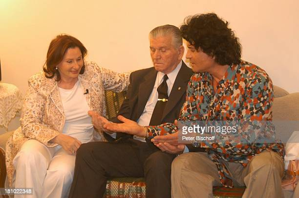 "Costa Cordalis, Onkel Sokrates Fotini, Ehefrau Ingrid , Sofa, NDR-Special: ""Sirtaki, Stars, Olympiafieber - Athen erleben mit H E I K E G ; T Z"",..."