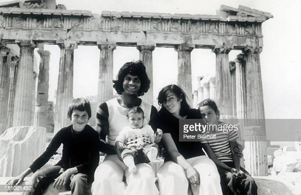 Costa Cordalis Sohn Lucas Cordalis Tochter Eva Cordalis Ehefrau Ingrid Cordalis Tochter Angeliki Cordalis Athen/Griechenland Akropolis Urlaub...