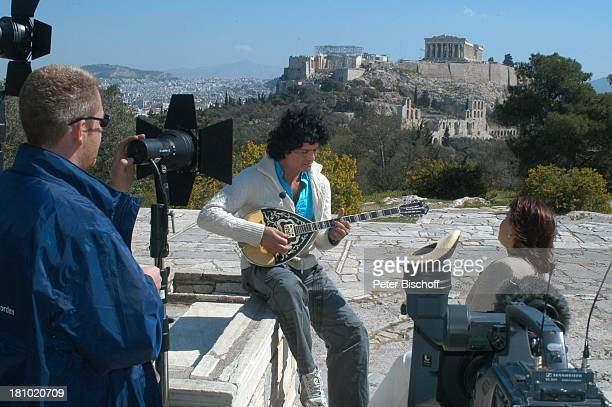 Costa Cordalis und Ehefrau Ingrid Fernsehteam Filopappou Hill NDRSpecial Sirtaki Stars Olympiafieber Athen erleben mit H E I K E G T Z Dreharbeiten...