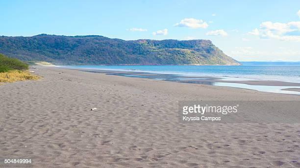 costa rica, playa naranjo beach in santa rosa national park - parque nacional de santa rosa fotografías e imágenes de stock