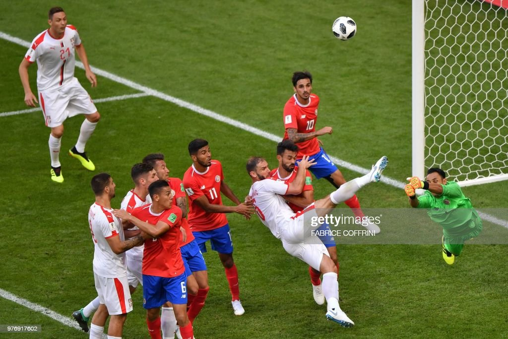 TOPSHOT - Costa Rica's goalkeeper Keylor Navas (R) punches the ball away from Serbia's defender Branislav Ivanovic (3rd-R)during the Russia 2018 World Cup Group E football match between Costa Rica and Serbia at the Samara Arena in Samara on June 17, 2018. (Photo by Fabrice COFFRINI / AFP) / RESTRICTED