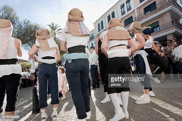 """costaleros'espera de su parade float en semana santa. """""""" - carmona fotografías e imágenes de stock"""