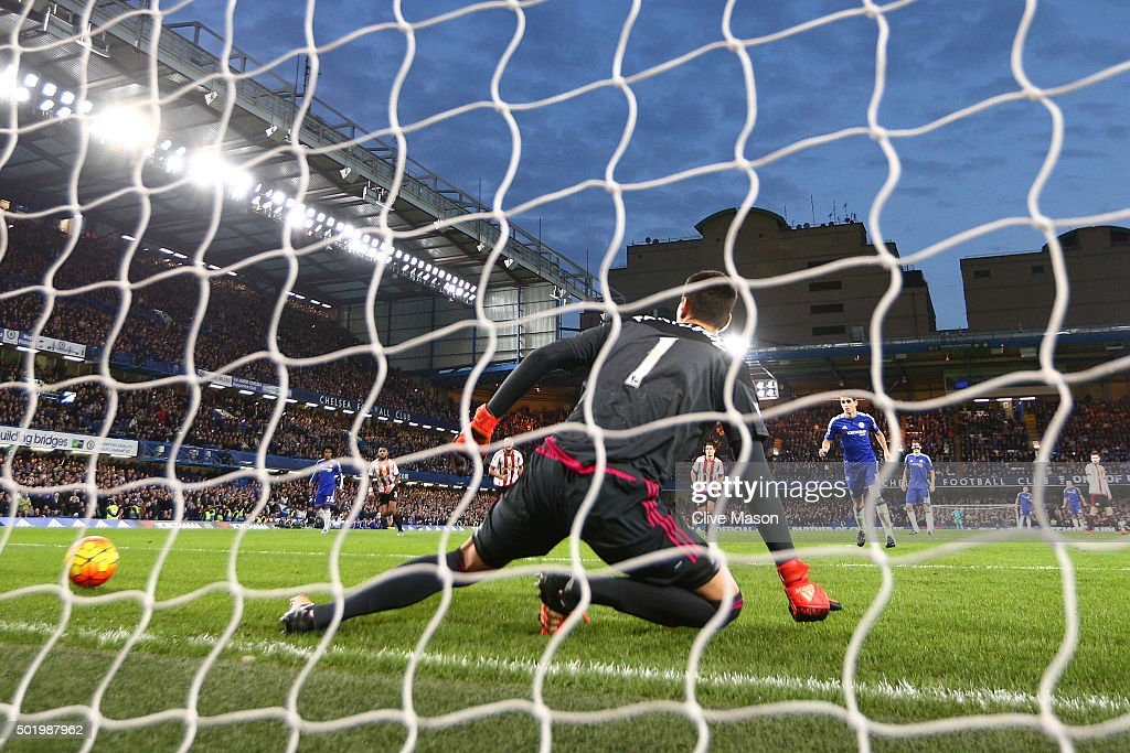 Costel Pantilimon (C) of Sunderland fails to stop the penalty taken by Oscar (R) of Chelsea during the Barclays Premier League match between Chelsea and Sunderland at Stamford Bridge on December 19, 2015 in London, England.