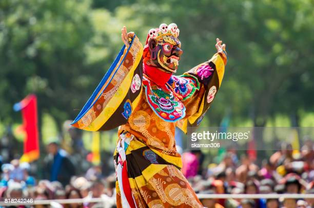 wangdi phodrang ,bhutan - september 24 2012 : costumed monk performs traditional dance in tsechu festival at wangdi phodrang - thimphu stock pictures, royalty-free photos & images