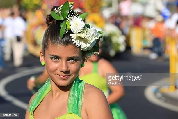 costumed mujer joven en madeira flor festival parade, portugal - abril fotografías e imágenes de stock