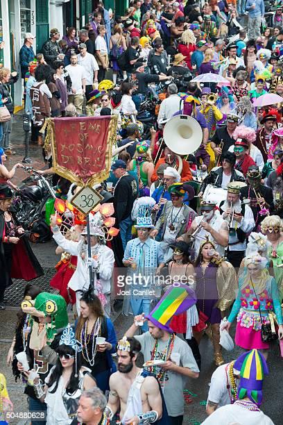 costumes and music celebrating mardi gras - new orleans - gras bildbanksfoton och bilder