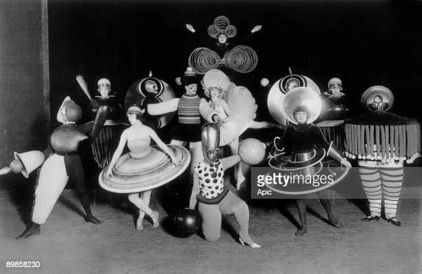 Costums by Oskar Schlemmer for Ballet triadique at Metropol theater in Berlin photo by Ernst Schneider 1926