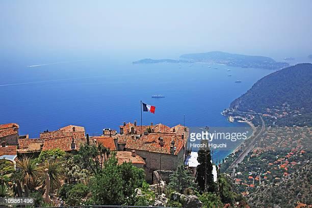 cote d'azur, eze - franse vlag stockfoto's en -beelden