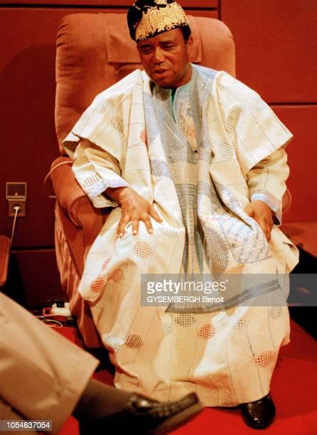 Cotonou Bénin le 24 novembre 1995 Rendezvous avec Nicéphore SOGLO président de la République du Bénin en tenue et coiffe traditionnelles Et en...