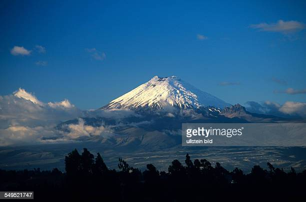 Cotopaxi Vulkan 5897m schneebedeckt Ecuador