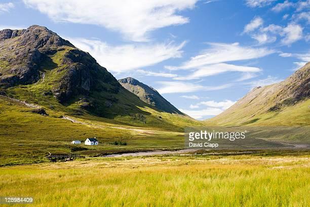 cottage at glencoe, highlands, scotland - valle foto e immagini stock