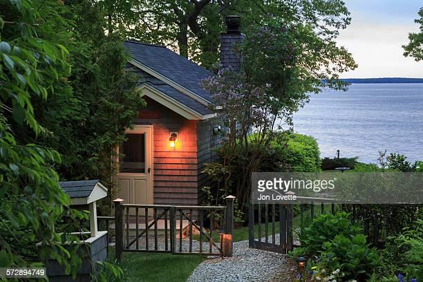 cottage at sunrise - 門 ストックフォトと画像