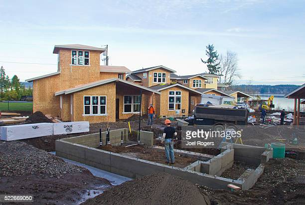 cottage company, green built homes, construction - joel rogers stock pictures, royalty-free photos & images