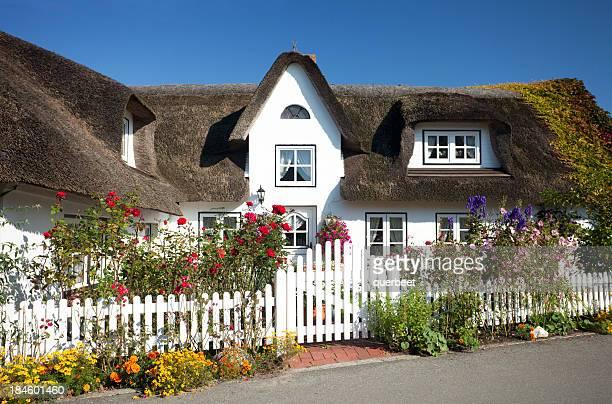 Cottage mit Strohdach Stroh auf dem Dach