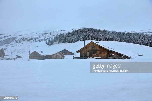 cottages at the swiss alps of the jungfrau region with snow in winter. view from the running train. - aungsumol stock pictures, royalty-free photos & images