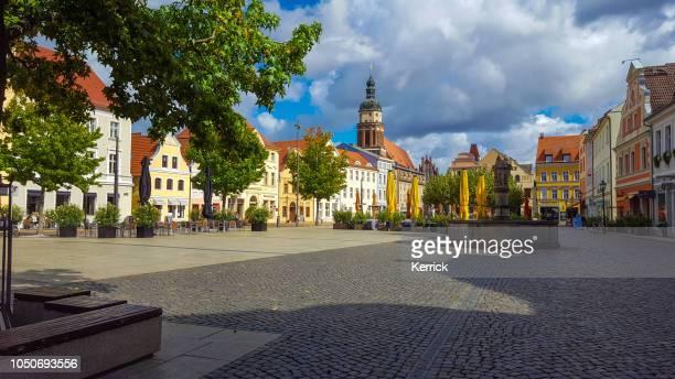 brandebourg de cottbus - altmarkt avec église - land brandebourg photos et images de collection