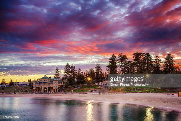 cottesloe sunrise, perth, western australia - perth australia stock pictures, royalty-free photos & images