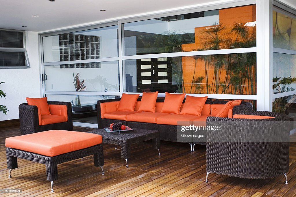 Couch and armchairs in a patio of a house : Foto de stock