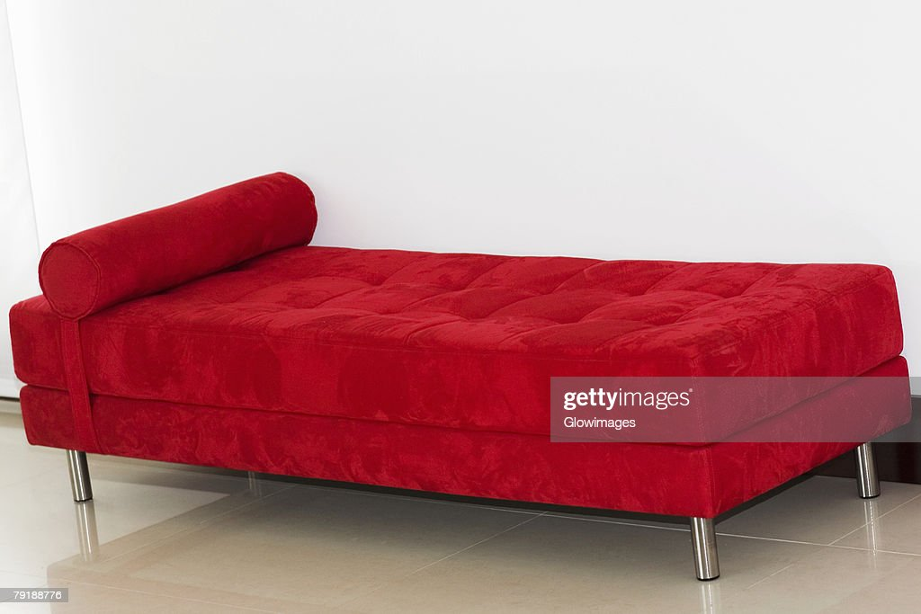 Couch in a room of a house : Foto de stock