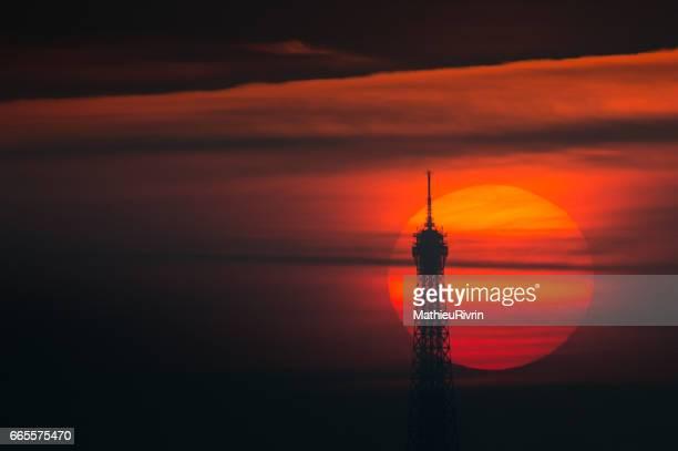 Coucher de soleil dans la Tour Eiffel