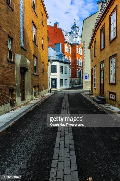 couillard street, old quebec city, quebec province, canada - khanh ngo stock pictures, royalty-free photos & images