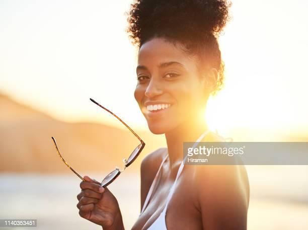 poderia haver um verão mais perfeito? - mulher sensual - fotografias e filmes do acervo
