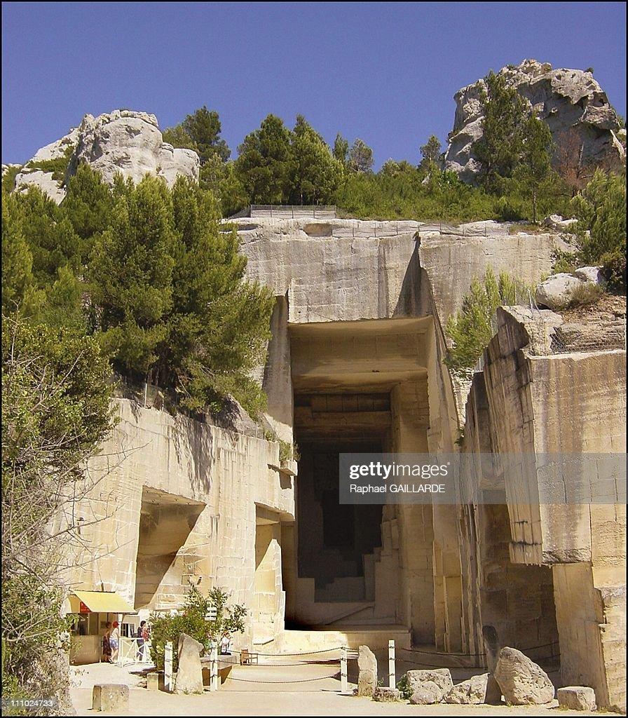 """Couleurs Facades En Provence couleurs cezanne"""" show at the cathedrale d'images - entrance"""