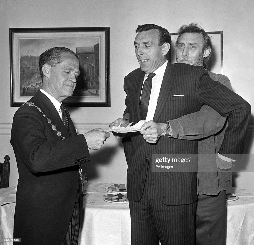 Counciller p a negretti eric sykes and spike milligan pictures counciller p a negretti hands over first national savings certificate of the new 1 to eric sykes 1betcityfo Choice Image