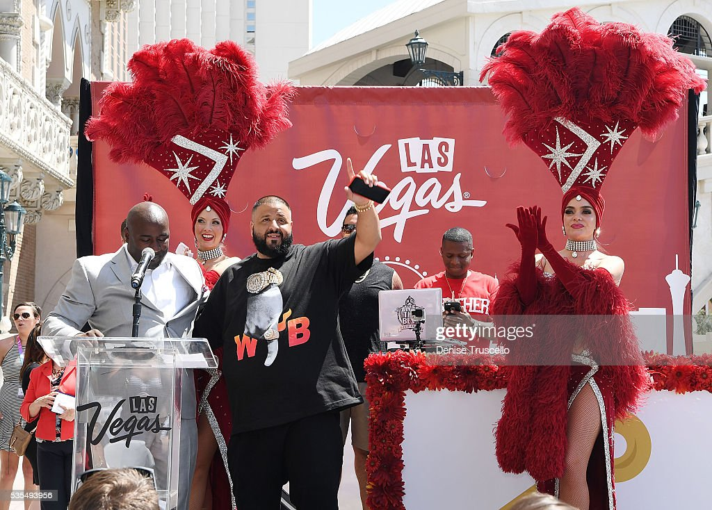 Councilman Ricki Barlow, DJ Khaled, Las Vegas showgirls Jennifer Aurty and Porsha Revesz during the ceremony presenting DJ Khaled a key to the Las Vegas strip and the launch of official snapchat channel at the Venetian Hotel and Casino on May 29, 2016 in Las Vegas, Nevada.