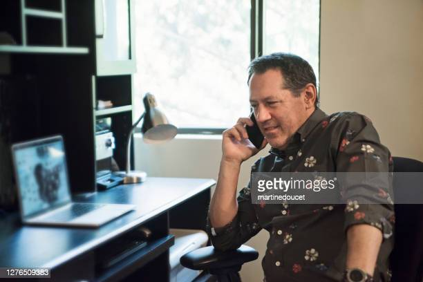 """counselling therapist on mobile phone in office. - """"martine doucet"""" or martinedoucet stock pictures, royalty-free photos & images"""