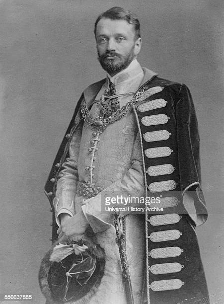 Count Gyula Andrássy was a Hungarian statesman, who served as Prime Minister of Hungary and subsequently as Foreign Minister of Austria-Hungary .