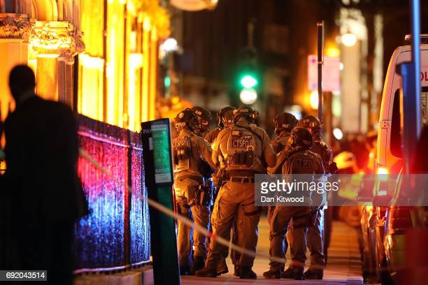 Counterterrorism special forces assemble near the scene of a suspected terrorist attack near London Bridge on June 4 2017 in London England Police...