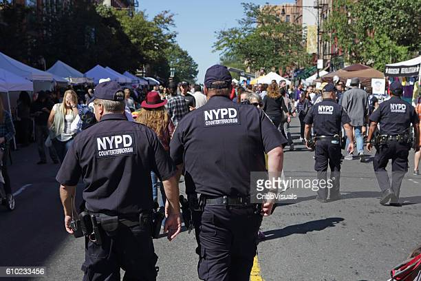 nypd counterterrosism officers patrol the atlantic antic street fair brooklyn - new york city police department stock pictures, royalty-free photos & images
