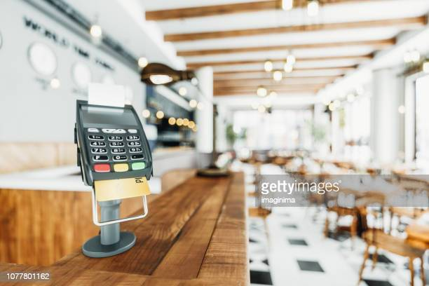 counter-top payment terminal in a restaurant - cash register stock pictures, royalty-free photos & images