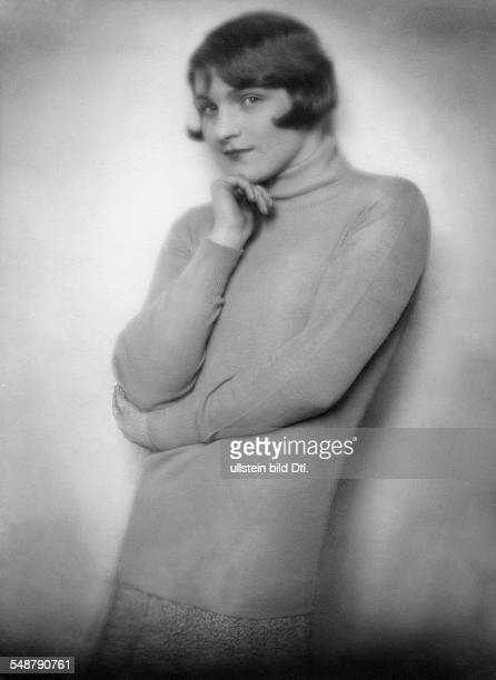 Countess 'Dolfin Auersperg' from Vienna in a polo neck sweater Portrait around 1929 Photographer Edith Glogau Published by 'Die Dame' 22/1929 Vintage...