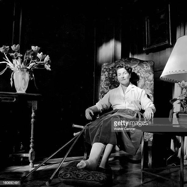 Countess Of Paris Broke Her Leg 17 mars 1955 Reportage sur la Comtesse de Paris qui s'est cassée la jambe la Comtesse se reposant assise dans un...