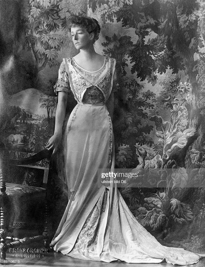 Toerring Jettenbach, Countess Sophie zu - 1915 : News Photo