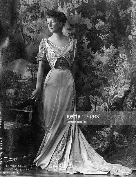Countess Sophie ToerringJettenbach wearing an evening gown Picture by Franz Grainer 1915