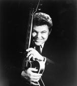 Country artist roy clark poses for a portrait circa 1963 in new york picture id74258376?s=170x170