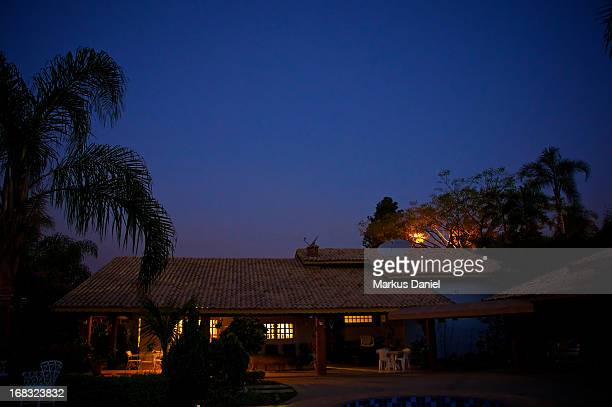 """country chacara house brazil night sky - """"markus daniel"""" stock pictures, royalty-free photos & images"""