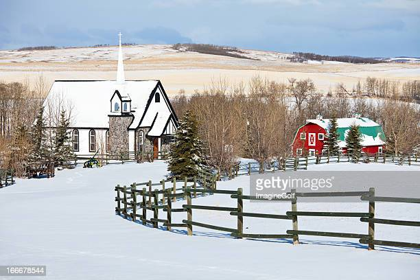 Country-Kirche im Winter
