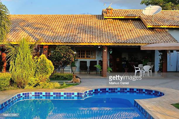 "country house brazil with pool - ""markus daniel"" fotografías e imágenes de stock"