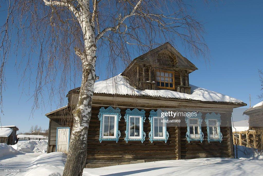 Casa de campo no Inverno : Foto de stock
