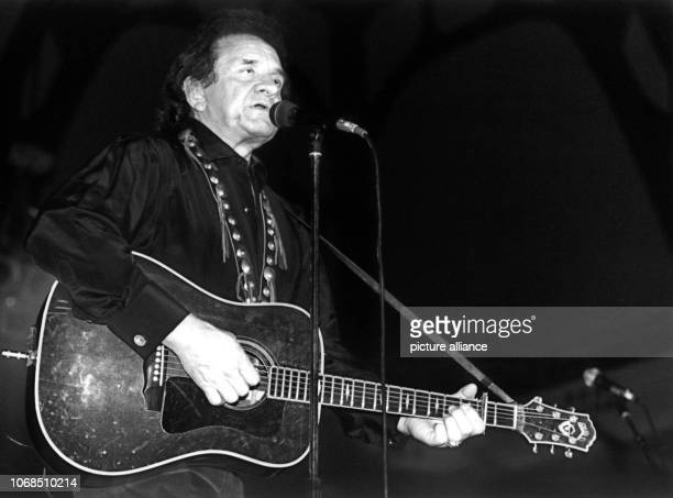 Country legend Johnny Cash during a performance at Frankfurt Festival Hall pictured on 7th April 1991 | usage worldwide