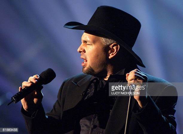 Country Music Artist Garth Brooks performs during the 27th Annual People's Choice Awards 07 January 2001 in Pasadena CA Brooks also picked up the...
