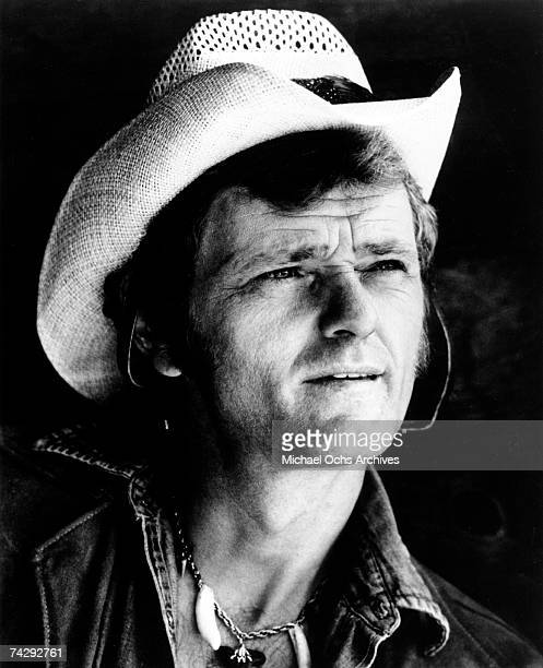 Country musician and actor Jerry Reed poses for a portrait wearing a cowboy hat in circa 1974.